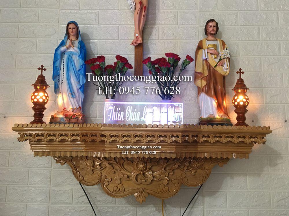 Bàn thờ gỗ Công Giáo bằng gỗ tự nhiên có tính thẩm mỹ cao và bền hơn hẳn